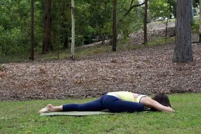 beginner-yoga-poses-adho-mukha-kapotasana