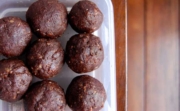 clean eating recipe, raw brownie bites