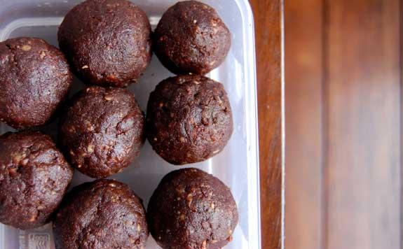 clean eating recipe, raw brownie bites